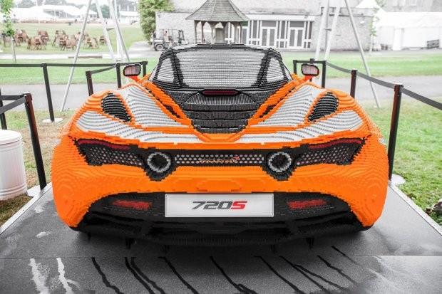 Réplica de uma McLaren 720