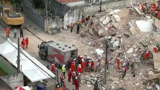Bombeiros confirmam a quarta morte no desabamento de prédio em Fortaleza