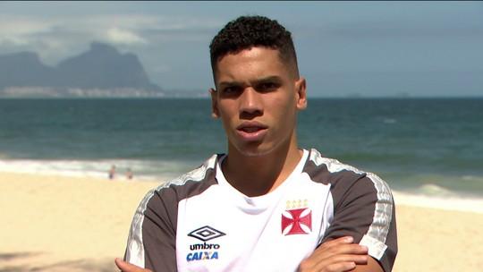 """Paulinho fala de início no Vasco, """"mãe coruja"""" e arrisca sotaque de português"""