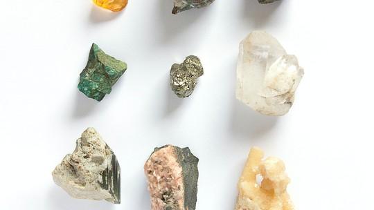 Descubra diferentes formas de usar pedras e cristais no dia a dia