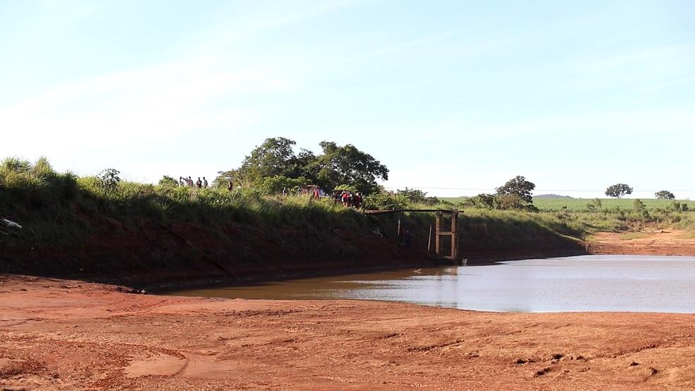Uma das medidas tomadas durante o resgate foi esvaziar a represa para diminuir sucção  (Foto: Thide Serafim/Arquivo Pessoal)