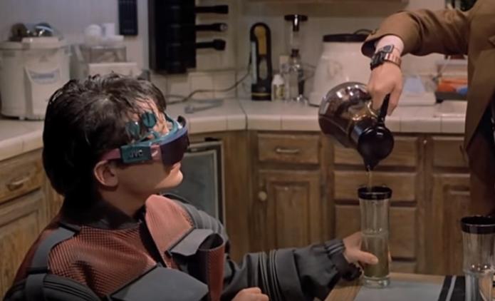 Óculos de realidade virtual já existem (Foto: Reprodução/YouTube) (Foto: Óculos de realidade virtual já existem (Foto: Reprodução/YouTube))