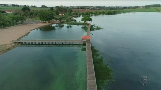 Mais de 60 milhões de litros de esgoto são despejados no Rio Bauru todos os dias