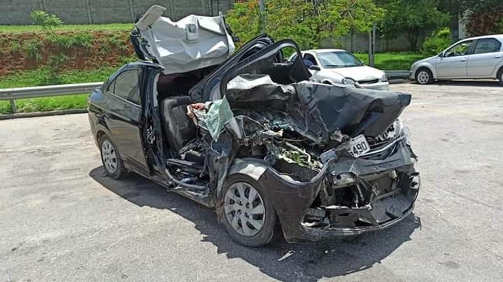 Carro entrou embaixo de caminhão na rodovia Deputado Archimedes Lamoglia, em Itu — Foto: Arquivo pessoal