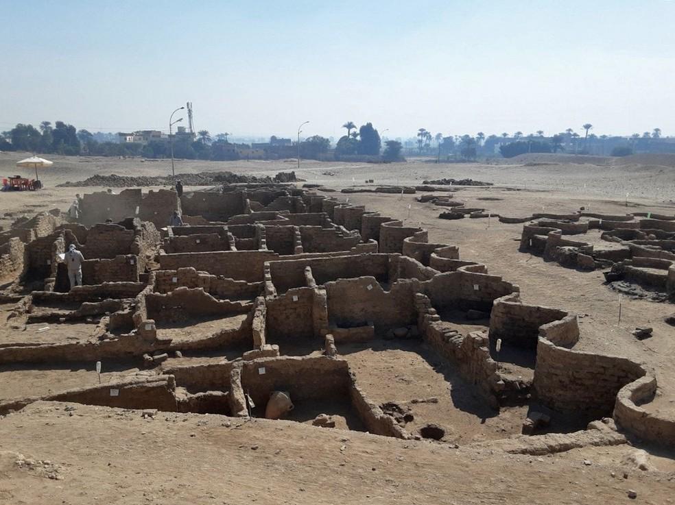 Imagem das ruínas de uma cidade egípcia que foi recentemente encontrada no país — Foto: Ministério Egípcio de Antiguidades/Via AFP