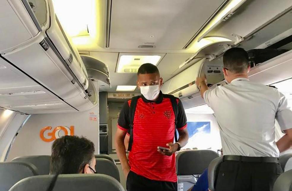 Guilherme Rend, volante do Vitória, está fora do jogo contra o Águia Negra — Foto: Divulgação/EC Vitória