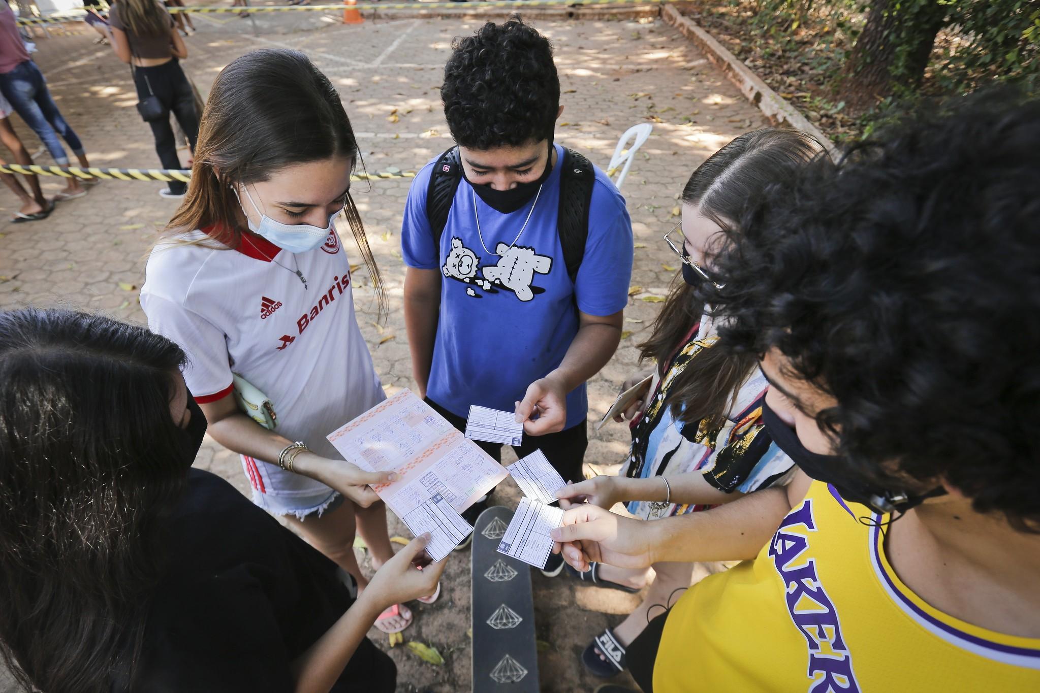 Vacinação contra Covid para adolescentes será ampliada a partir desta quarta no DF, diz Ibaneis