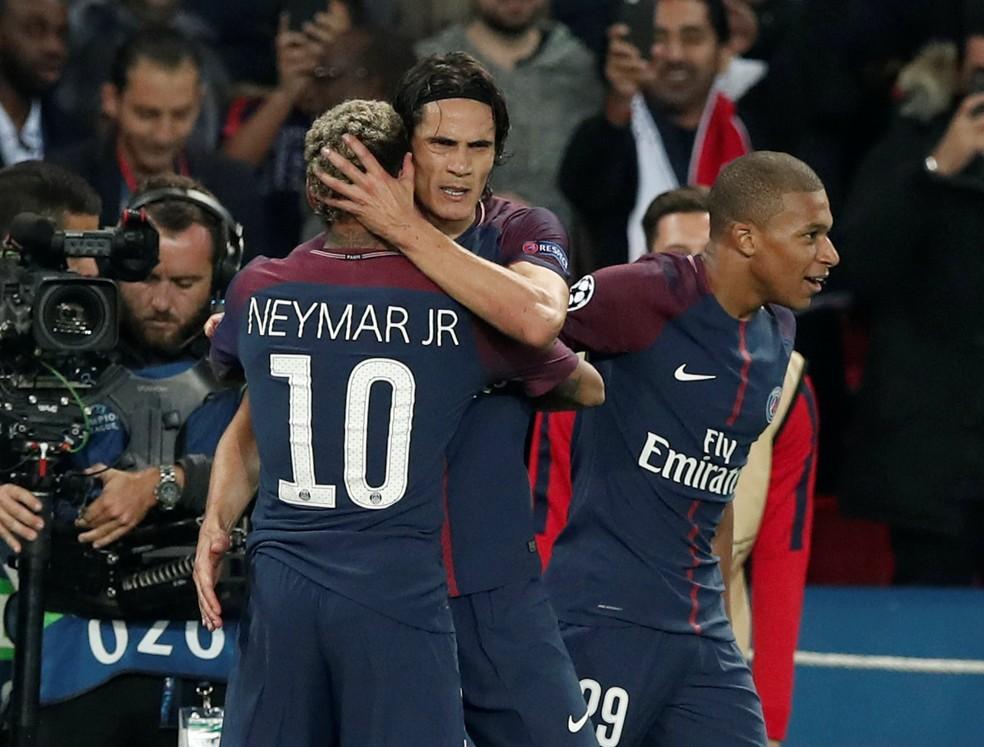 Neymar, Cavani e Mbappé comemoram um dos gols do PSG (Foto: Reuters)
