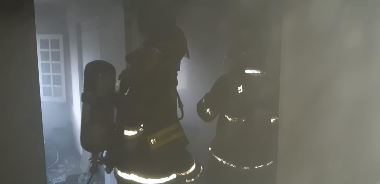 Casa pega fogo no bairro do Rio Vermelho, em Salvador