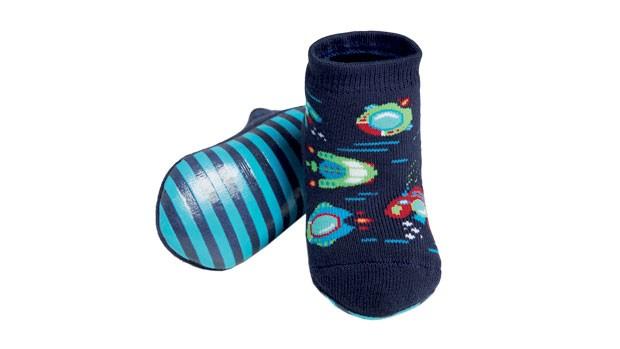 1. Sem tombo | Os pezinhos do seu bebê vão ficar ainda mais fofos com essas meias, mas ISSO não é o principal. A sola antiderrapante dá firmeza em pisos lisos e escorregadios — uma ajuda valiosa para quem está ensaiando os primeiros passos. Puket, R$ 34,9 (Foto: Divulgação)