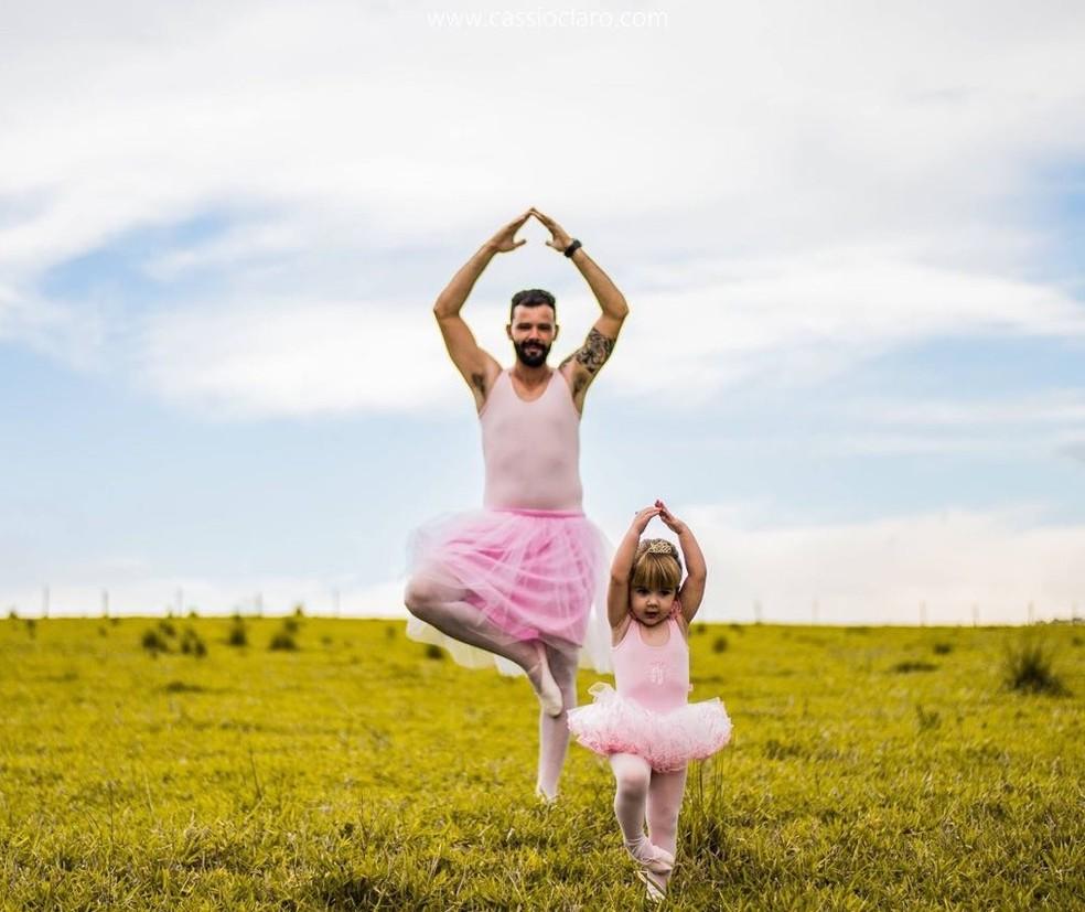 Pai e filha fazem ensaio de bailarinos em Cruzeiro (Foto: Cassio Claro/Arquivo Pessoal)