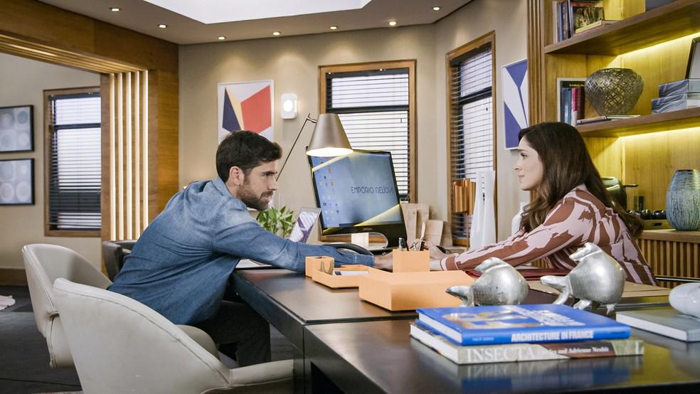 Bruno (Marcos Pitombo) e Micaela (Sabrina Petraglia) em cena da segunda fase de 'Salve-se Quem Puder' — Foto: Globo