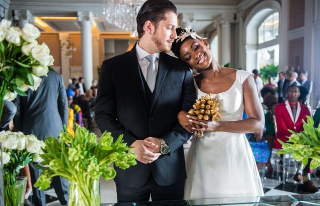 Em primeira mão: o vestido do casamento entre Raquel (Érica Januza) e Bruno (Caio Paduan) em O Outro Lado do Paraíso (Foto: Globo/Raquel Cunha)