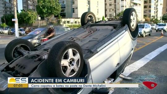 Carro capota e bate em outro veículo na avenida Dante Michelini, em Vitória