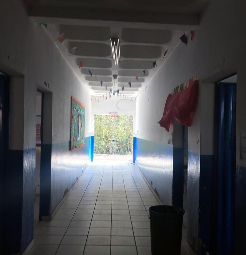 Alunos de escola municipal de Barão de Cocais que está alojada em faculdade de Barão de Cocais estão sem luz por falta de pagamento — Foto: Micheline Torquetti Santos/Arquivo pessoal