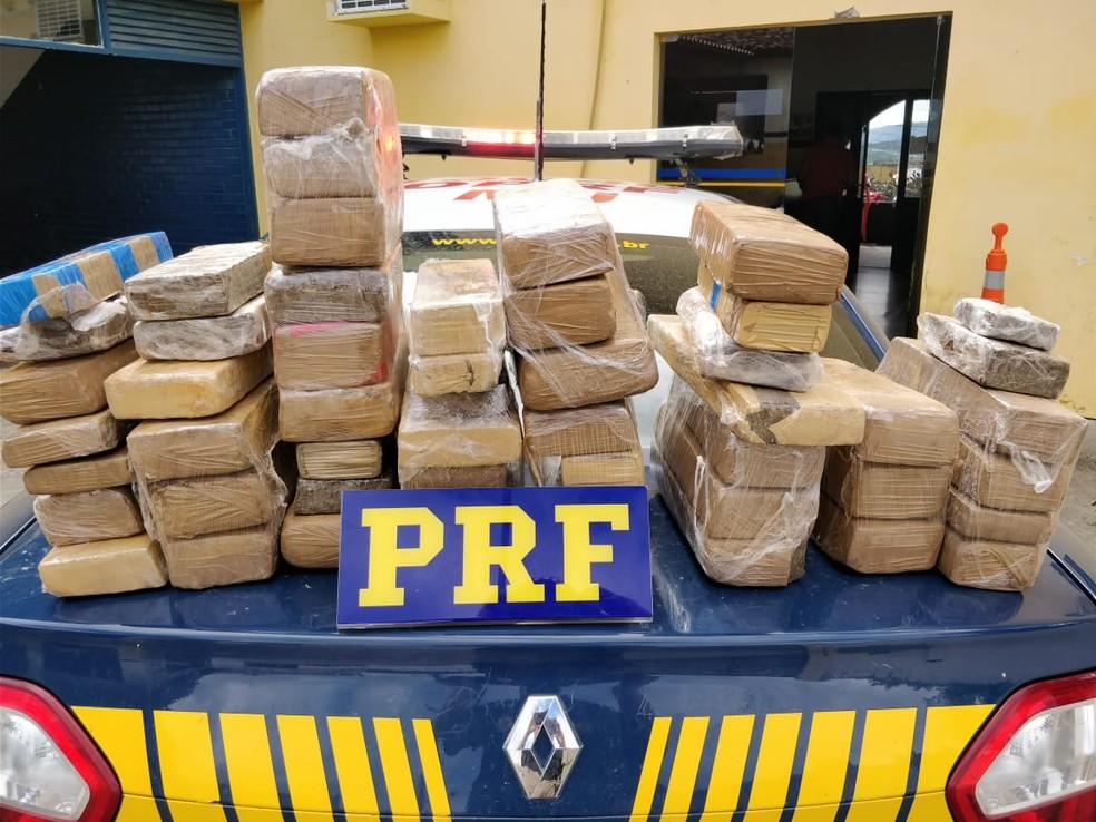 Droga apreendida  (Foto: PRF/Divulgação )