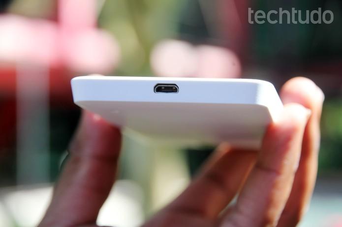 Entrada para carregador microUSB no Lumia 635 (Foto: Tainah Tavares/TechTudo)