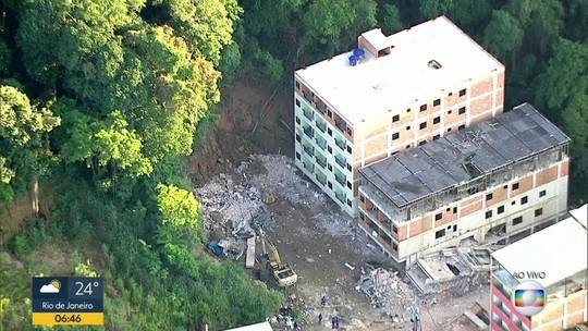 Prefeitura do Rio começa demolição de 2 prédios na região do desabamento na Muzema