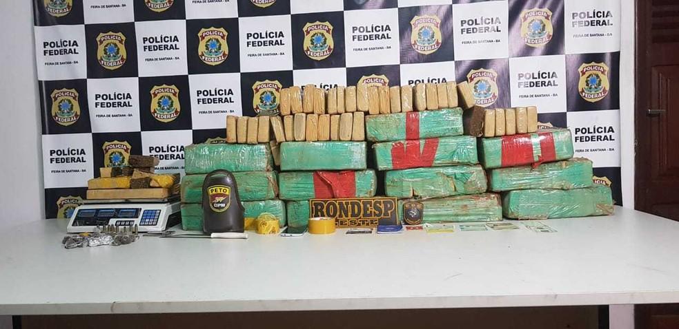 Uma mulher foi presa após após o cão farejador da polícia encontrar 160 Kg de maconha na casa onde ela estava,na cidade de Santo Estevão, distante 150 km de Salvador, na terça-feira (2). — Foto: SSP-BA / Divulgação