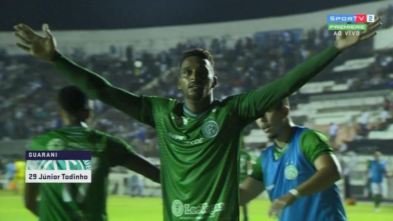 Gol do Guarani! Júnior Todinho manda por cima de Rafael Pin aos 32 minutos do 2º tempo