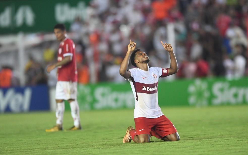 Rithely agradece após a vitória colorada — Foto: Ricardo Duarte/Divulgação Inter