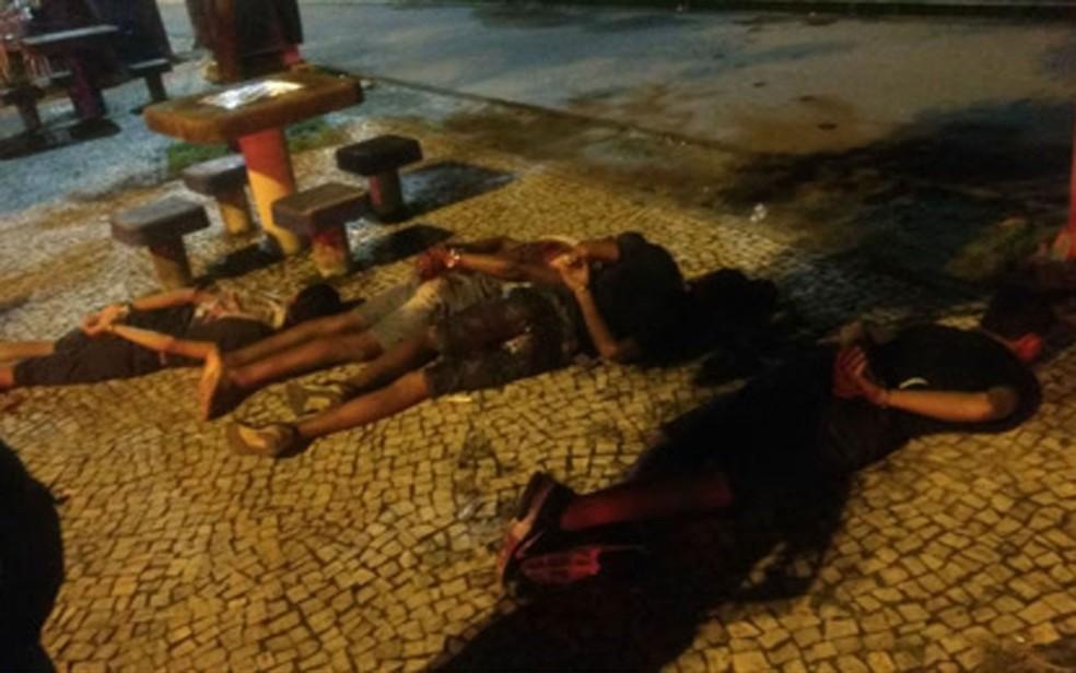 Quatro adolescentes envolvidos em roubo de carro foram apreendidos após perseguição policial que terminou na Lagoa Rodrigo de Freitas, Zona Sul do Rio, neste domingo (4). (Foto: Polícia Militar/Divulgação)
