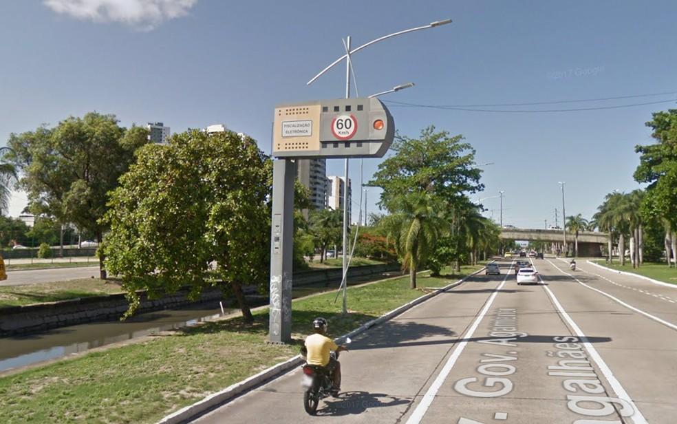 Lombadas eletrônicas do Recife passam a ficar desligadas durante horários de pico (Foto: Reprodução/Google Street View)