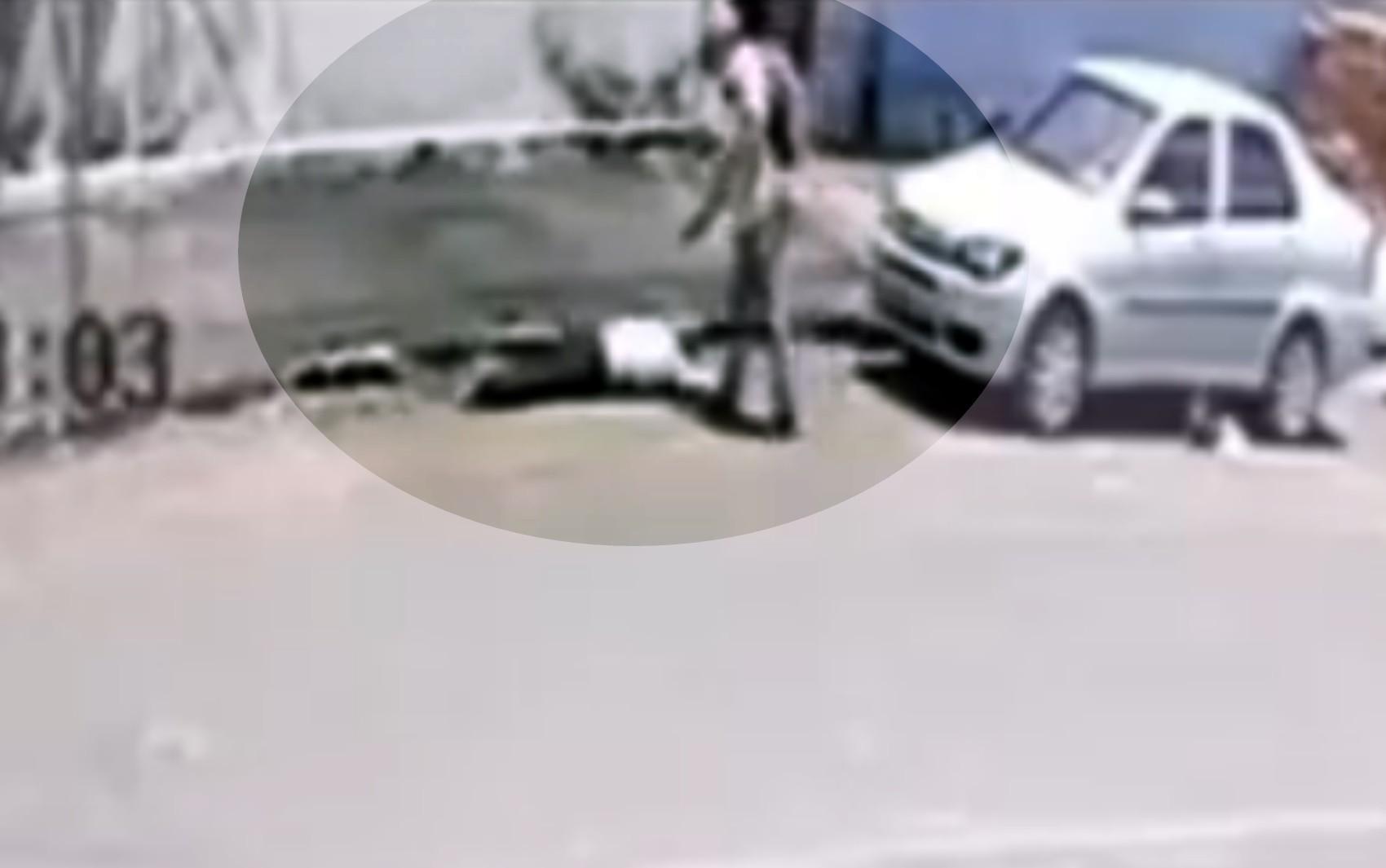 Idoso é preso suspeito de matar homem a tiros e arrastar corpo por calçada, em Goiatuba; vídeo