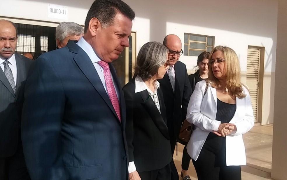 Ministra foi recebida pelo governador Marconi Perillo e outras autoridades (Foto: Talia Santos/TV Anhanguera)