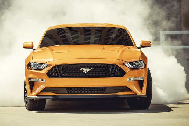 2018 Ford Mustang GT coupe (Orange Fury with Performance Pack) (Foto: Divulgação)