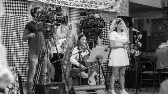 'Garotas do Vagão' gravam clipe durante festa no Cora Coralina