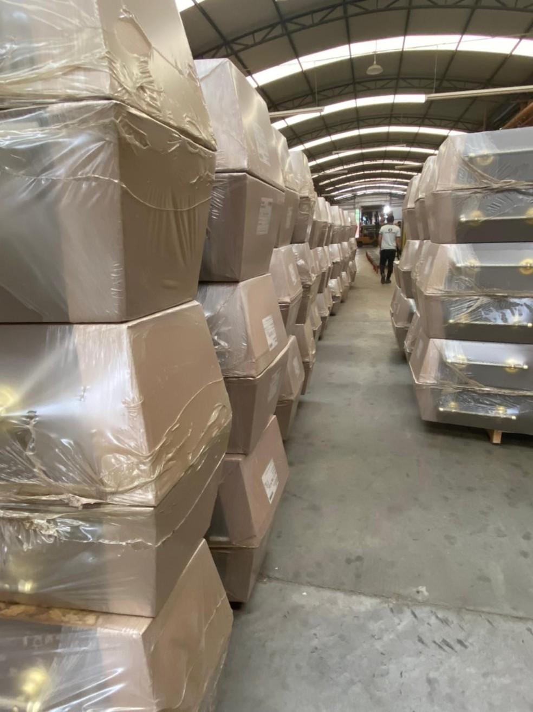 Fábrica de caixões de Dois Córregos contratou novos funcionários por causa da alta demanda — Foto: Godoy Santos/Divulgação