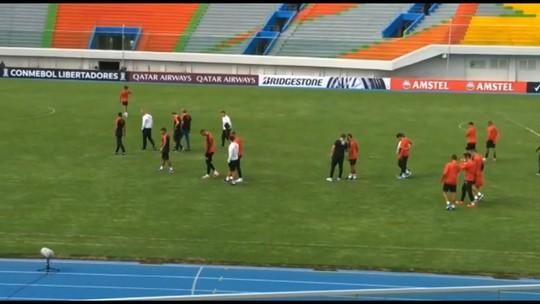 Athletico faz reconhecimento de estádio e último treino para encarar o Jorge Wilstermann