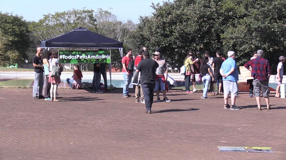 Foz do Iguaçu: manifestantes se concentraram em frente ao Parque Nacional do Iguaçu às 10h — Foto: Giovani Zanardi/RPC Foz do Iguaçu