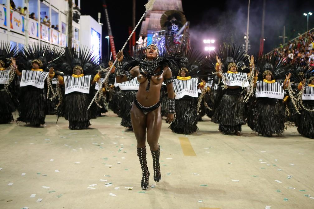 Ketula Mello vive guerreira africana na avenida pela Imperatriz Leopoldinense — Foto: Rodrigo Gorosito/G1
