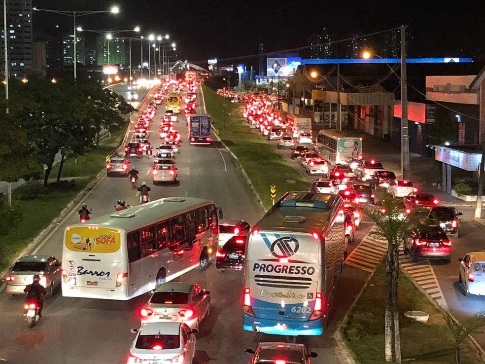 Trânsito ficou lento na BR-101, em Natal, com os protesto contra o aumento dos preços de combustíveis (Foto: Ranniery Sousa/Inter TV)