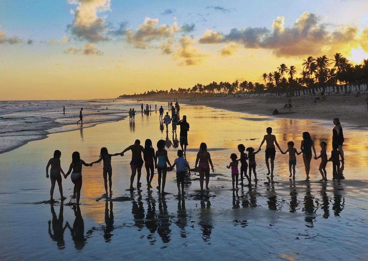 Crianças de Goiás viajam até a Bahia para ver o mar pela primeira vez (Foto: Aviva/Divulgação)