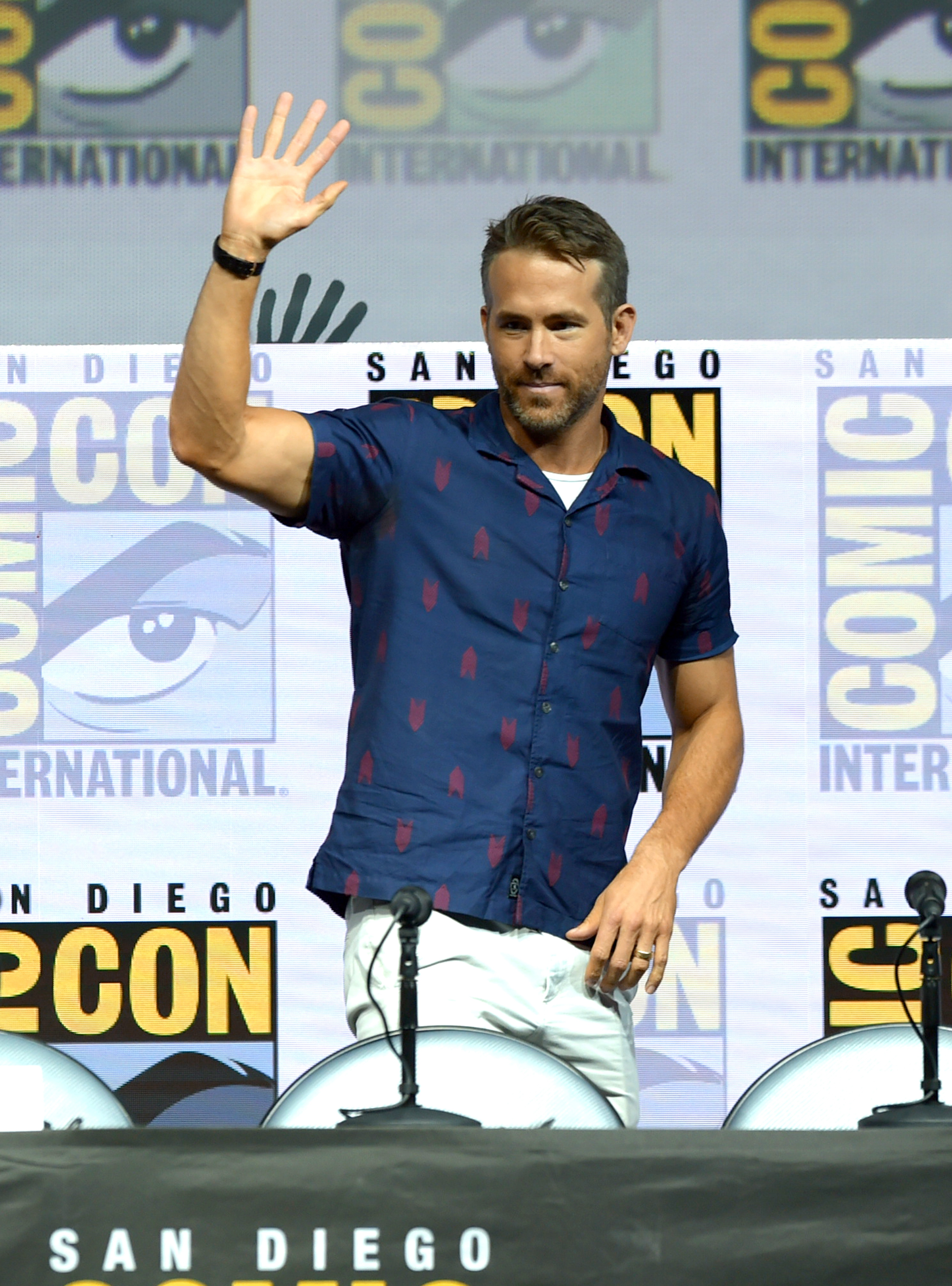 "SAN DIEGO, CA - JULY 21:  Ryan Reynolds speaks onstage at the ""Deadpool 2"" panel during Comic-Con International 2018 at San Diego Convention Center on July 21, 2018 in San Diego, California.  (Photo by Kevin Winter/Getty Images) (Foto: Getty Images)"