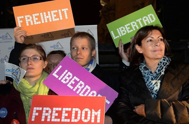 Política Anne Hidalgo participa de manifestação a favor de lei que autorize a autanásia. (Foto: AFP Photo/Pierre Andrieu)