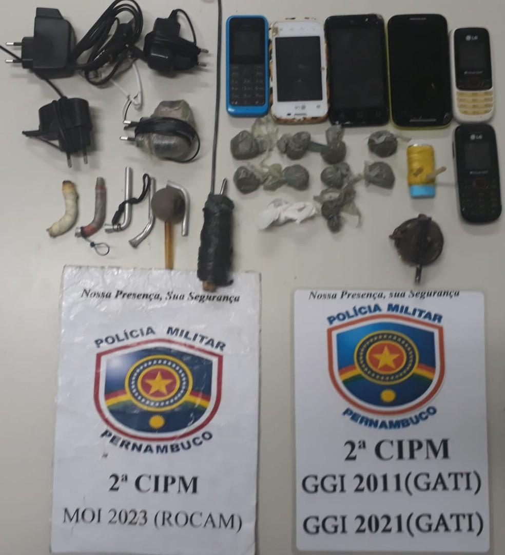 Objetos encontrados na cadeia pública de Cabrobó (Foto: PM / Divulgação)