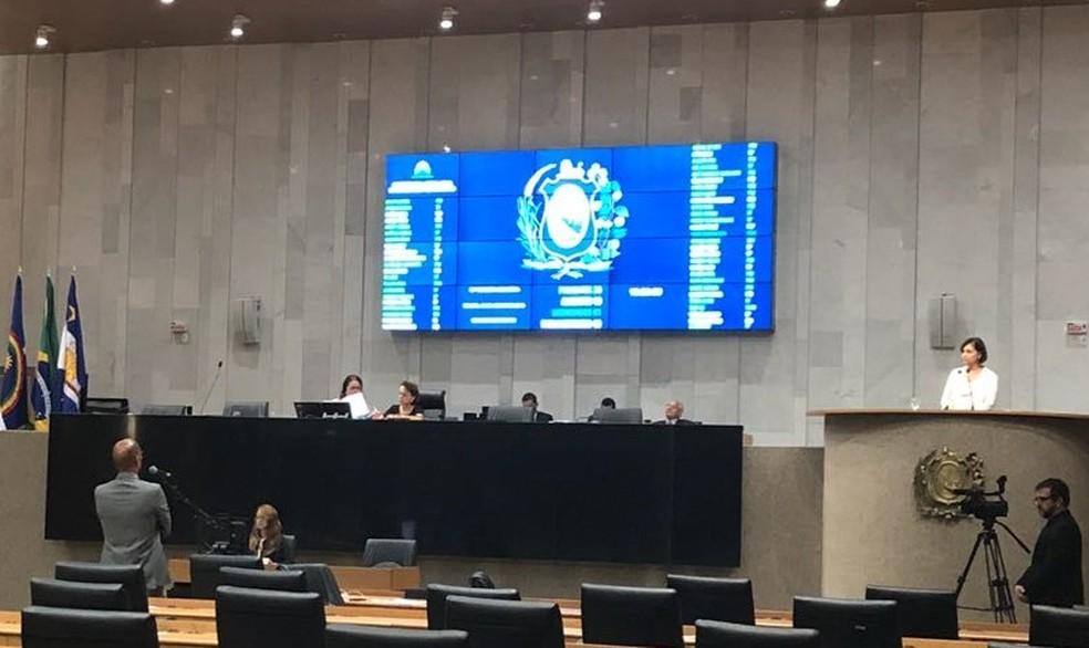 Deputada Simone Santana (PSB) faz ato de repúdio a vídeo em que grupo de brasileiros constrangem estrangeira na Rússia (Foto: Marina Meireles/G1)
