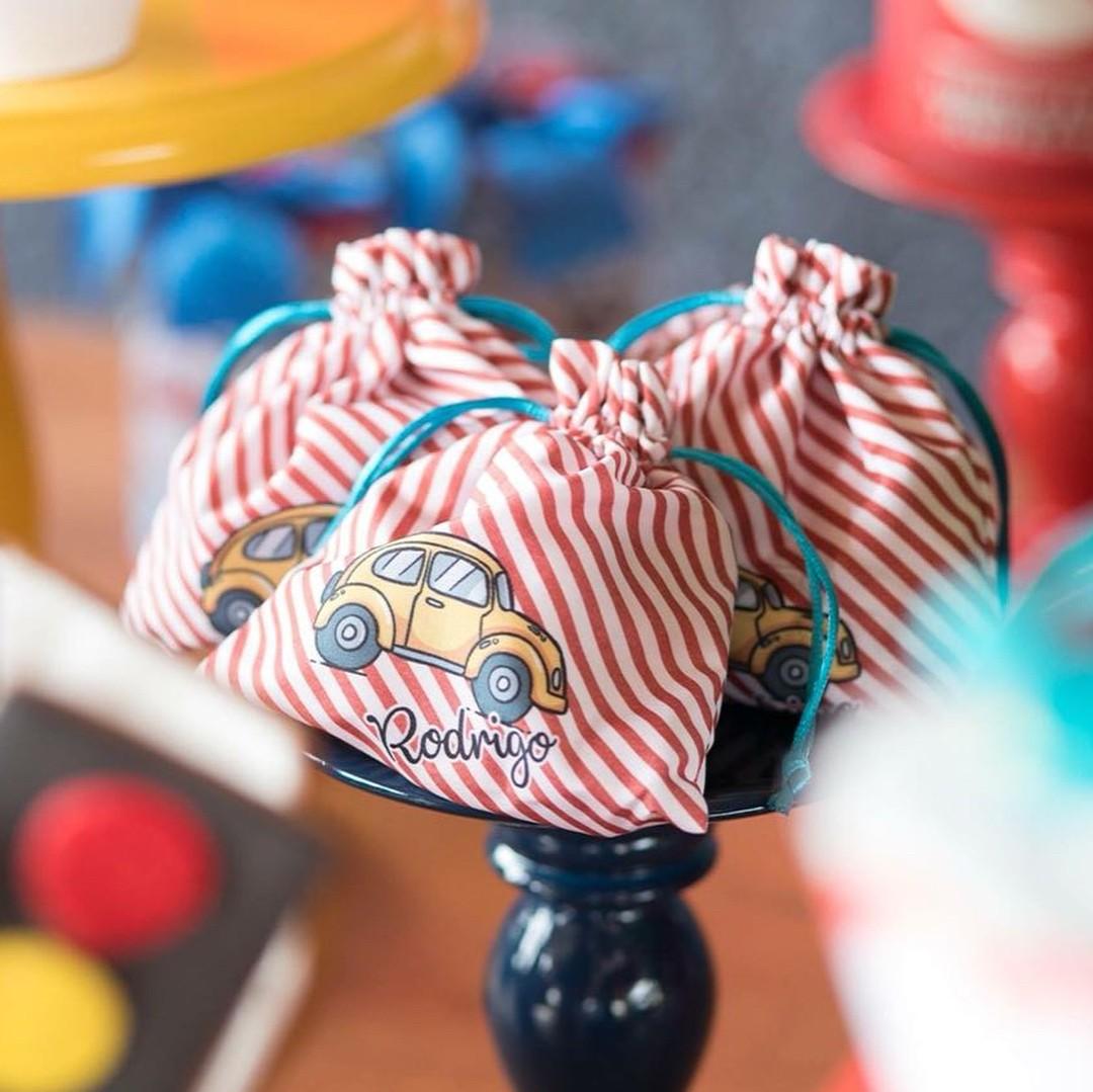 Detalhe da decoração: saquinhos com o nome do aniversariante (Foto: Reprodução Instagram)