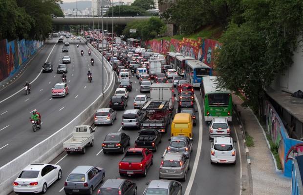 Trânsito na Avenida 23 de Maio em São Paulo (Foto: OSWALDO CORNETI / FOTOS PÚBLICAS)