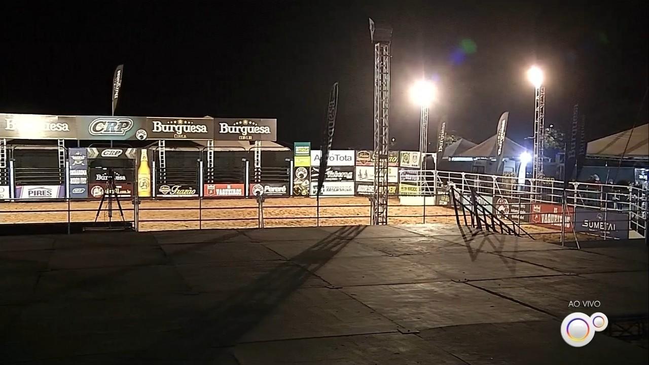 Em formato drive-in, rodeio com shows e montaria é atração em Ibirarema