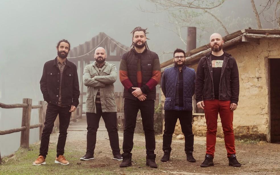 Banda 'Maneva' se apresenta em Itaúnas — Foto: Marina Bernardo