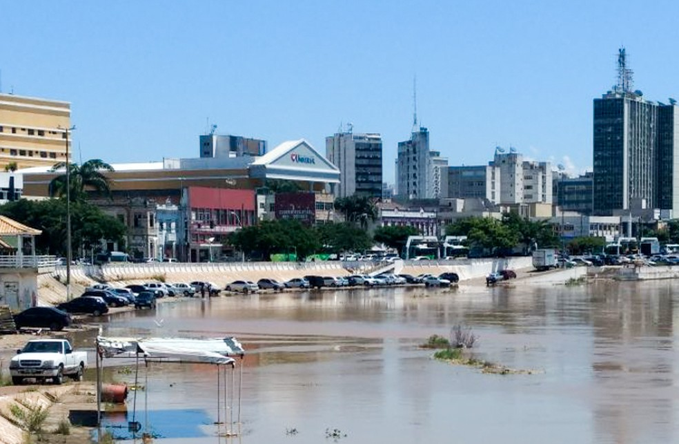 NA�vel do Rio ParaA�ba do Sul voltou a subir no inA�cio desta tarde, atingindo a cota de 8,40 m (Foto: DivulgaA�A?o/Prefeitura de Campos)