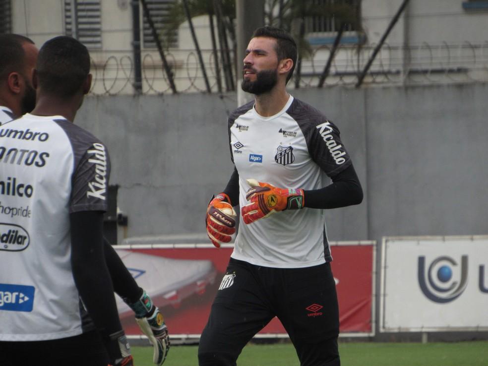 Vanderlei no treino do Santos — Foto: Caíque Stiva