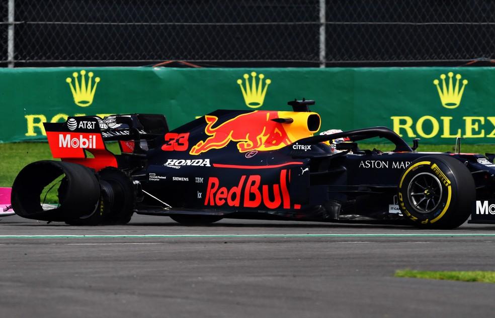 Max Verstappen teve pneu furado após toque com Valtteri Bottas no México — Foto: Getty Images