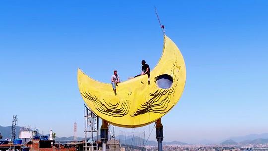 Artista plástico JR transforma o Morro da Providência com centro cultural 'Casa Amarela'