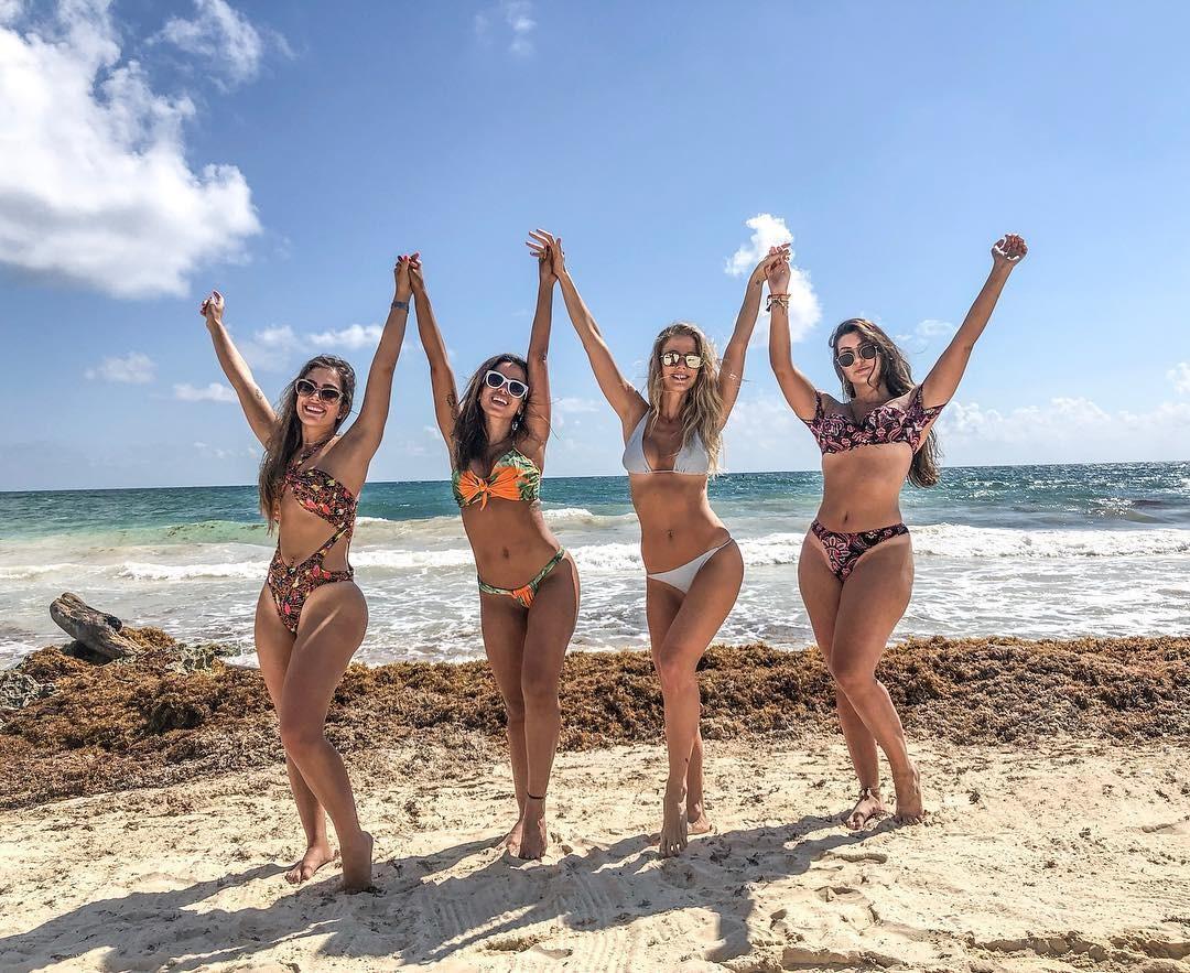 Debora Moura, Anitta, Gabi Bollota e Carina Liberato (Foto: Reprodução)